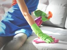 5 טיפים לאיך לנקות את הספה לבד? טיפים שימושיים