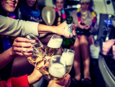 7 טיפים איך להרים מסיבת רווקות/רווקים של הLIFE